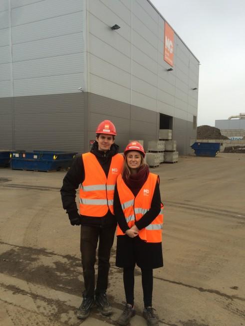 Eivind og Andrea besøker metallesepareringsanlegget på Øra